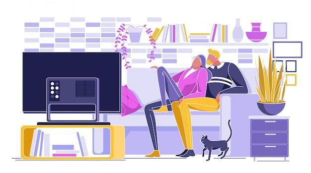 Любящая пара смотрит фильм по телевизору у себя дома