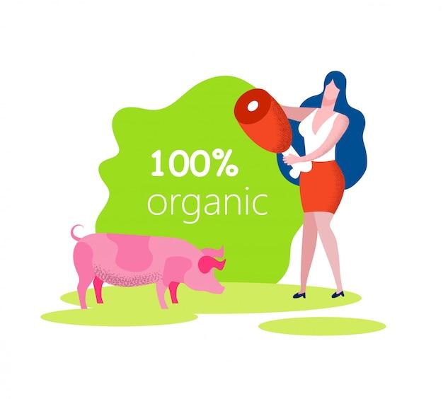 Женщина с мясом в руке и свинья на лугу. органический