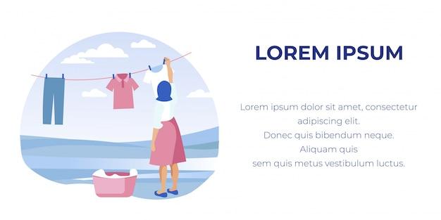 屋外の行にきれいな洗濯物を干す女。