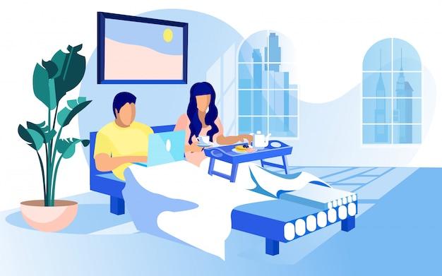 若い夫婦、居心地の良いベッドで朝を過ごす