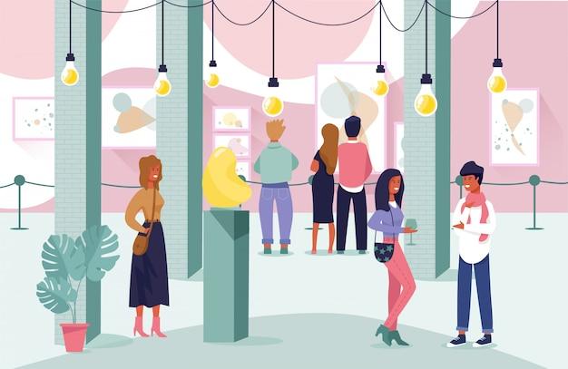 Люди посетители наслаждаются выставкой в художественной галерее