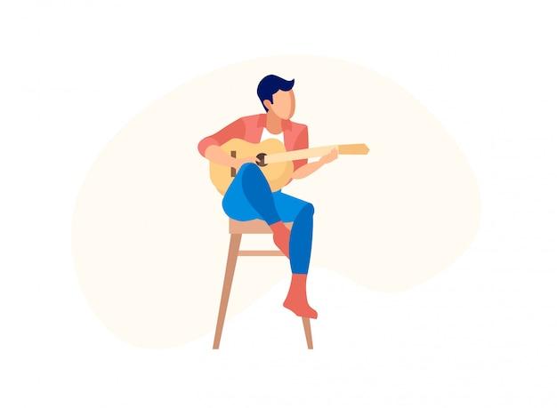 Человек играет на акустической гитаре, сидя на высоком стуле