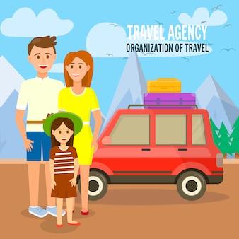 屋根の上の袋が付いている車で若い旅行家族