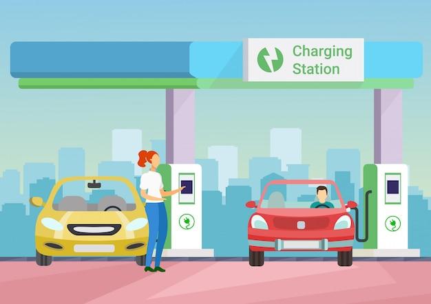 Люди заряжают электронный автомобиль на зарядной станции.