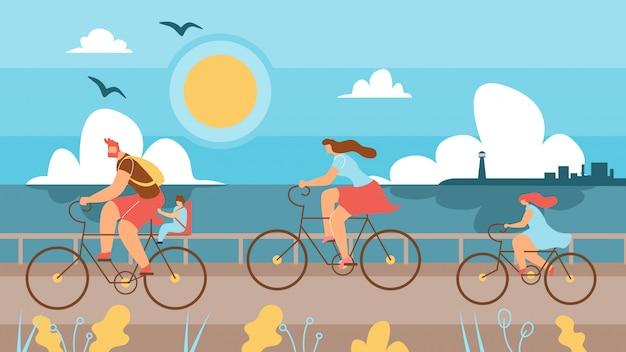 海岸に沿って自転車に乗る子供連れの家族。