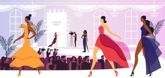 Неделя моды с моделями красивых женщин, идущими по подиуму, представляет новую коллекцию платьев. презентация для зрителей и операторов
