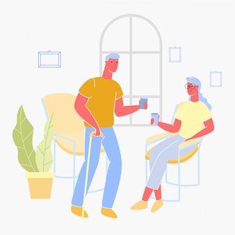 老人男性と女性が自宅でメガネから飲みます。