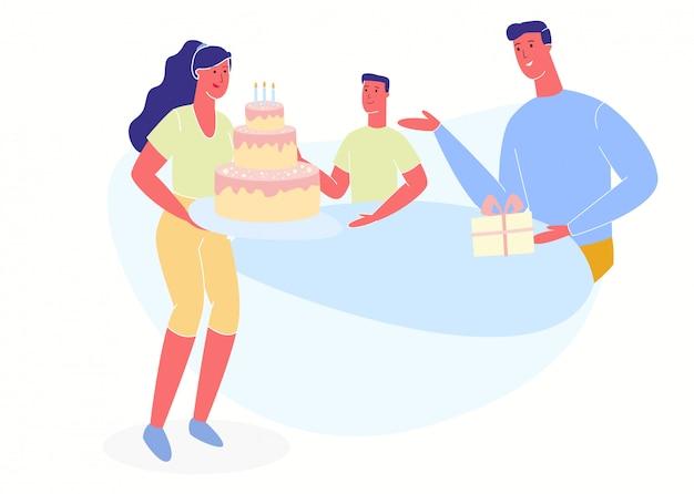 Женщина ставит на стол большой торт со свечами