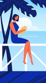 女性は欄干に座っています。手に本と海岸。