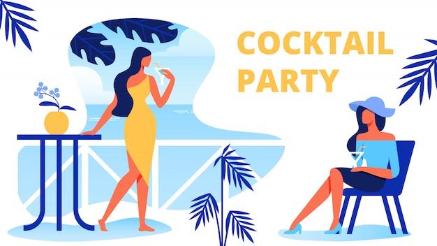 テラスでカクテルを持つ女性。カクテルパーティー。