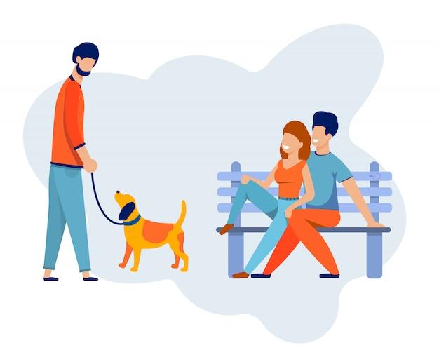 ベンチで幸せなカップルは、犬を歩いている友人と会う