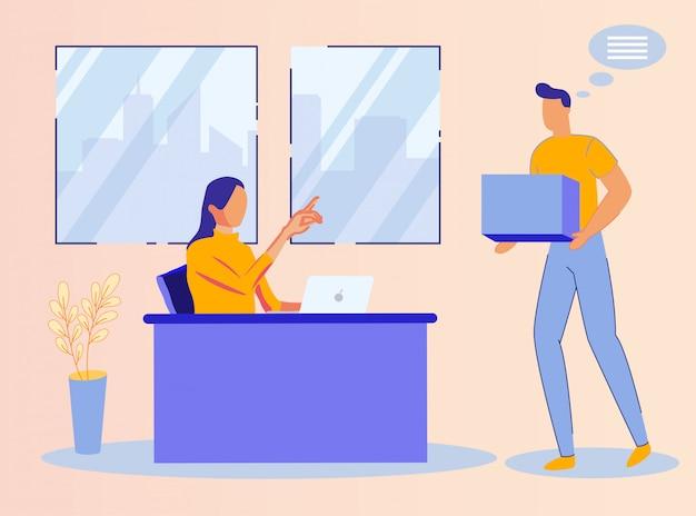 男は女性労働者のためのオフィスで小包を提供します