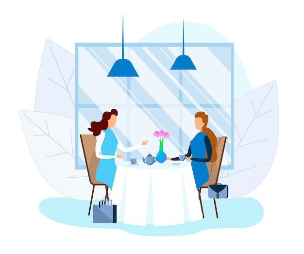 お茶を飲んで、カフェで話しているビジネス女性