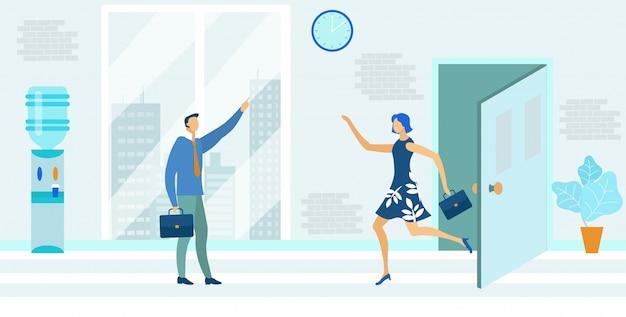 オフィスフラットに走るブリーフケースを持つ女性、