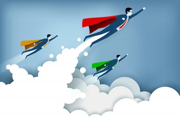 成功したスーパーヒーローのビジネスマンは雲の上を飛んでいる間空に飛んでいます。