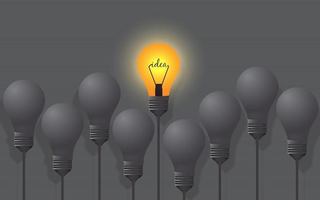 Лампочки с одной светящейся другой идеей на пастельных серых тонах. идея бизнеса инновация достижение достижение рост успех концепция дизайн объекта, бизнес финансы, творчество. вид сверху.