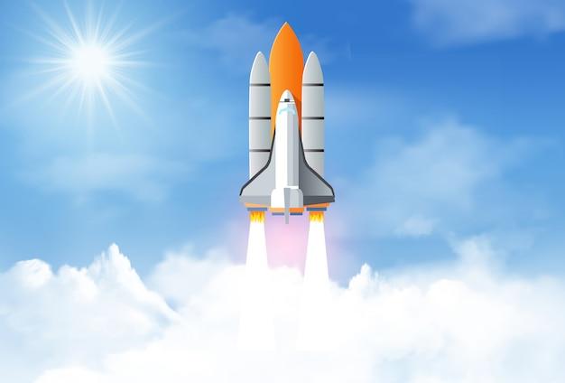 Запуск космического челнока до неба между облаками