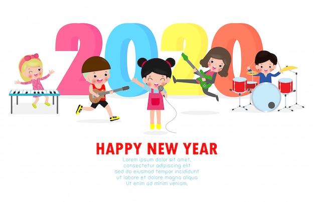 Открытка с новым годом с милыми детьми играть в мюзикл и танцевать.
