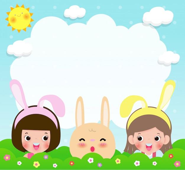 イースター、おめでとう。分離されたかわいい女の子とウサギのウサギ