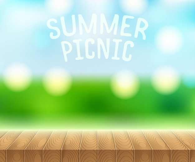 木製のピクニック用のテーブルと夏の空に日光