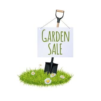 草と庭のシャベル
