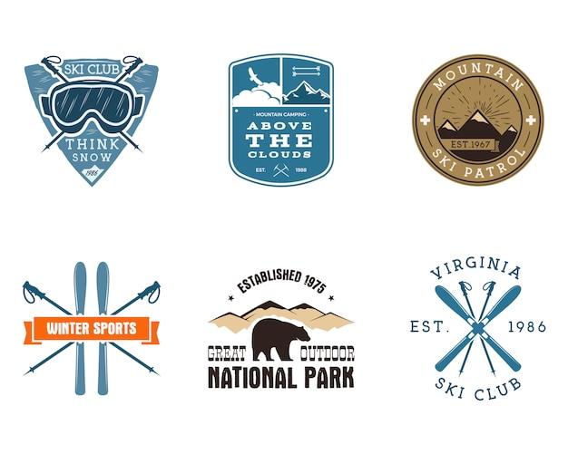 スキークラブ、国立公園のラベルのセット。ビンテージマウンテン冬キャンプ探検家バッジ。アウトドアアドベンチャーのロゴデザイン。旅行と流行に敏感な色の記章。スノーボードのアイコンのシンボル。荒野。