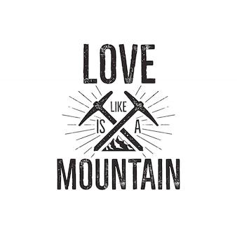 山とバッジを旅行し、ギアを降りて引用 - 愛の山。
