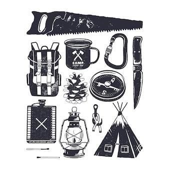 キャンプのアイコンと記号。ヴィンテージ手描きスタイル。シルエットマウンテンアドベンチャー要素