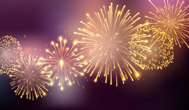 さまざまな形で破裂する花火。夜の花火の爆発。大きな輝く星のボールで破裂する爆竹ロケット
