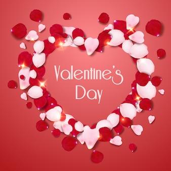Форма сердца розовые и красные реалистичные лепестки роз на красном фоне. валентинка с лепестками и буквами