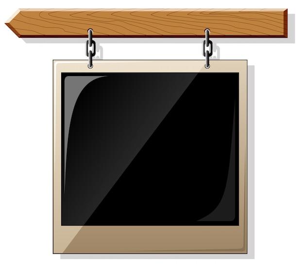光沢のある空のフレームと木の板