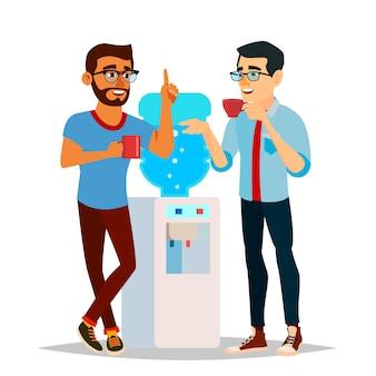ビジネスマンはオフィスの図で水を飲む