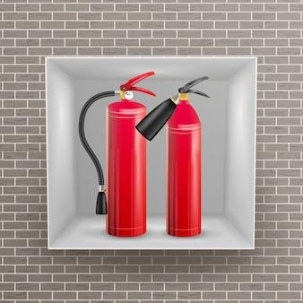 Огнетушитель в стене ниши вектор. реалистичная иллюстрация красного огнетушителя