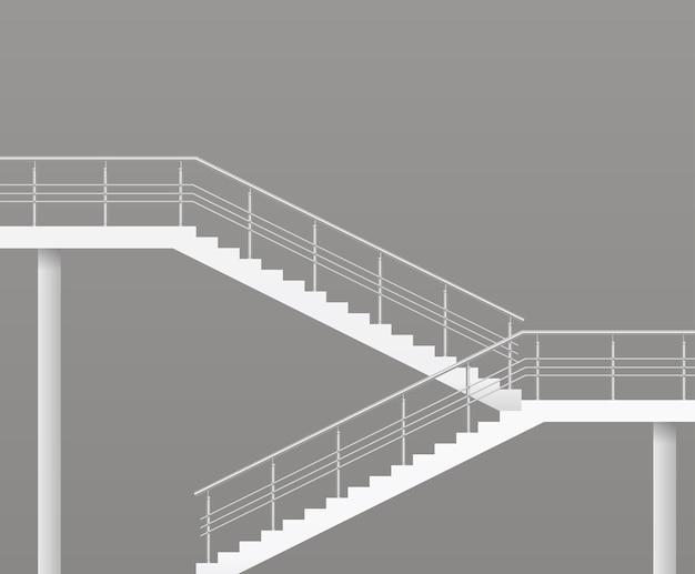 Современная лестница с металлическими перилами