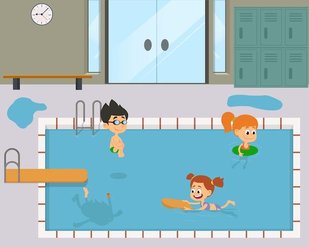 楽しんで、プールで泳いでいる子供たち。