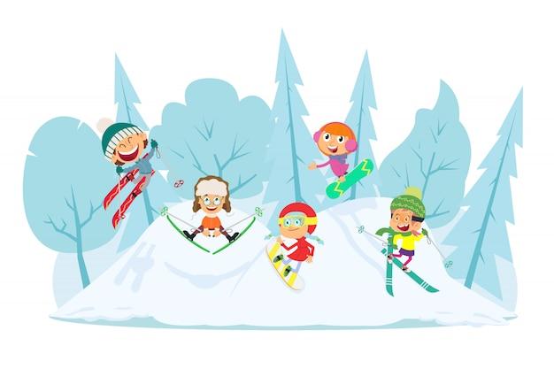 Дети наслаждаются зимними видами спорта.
