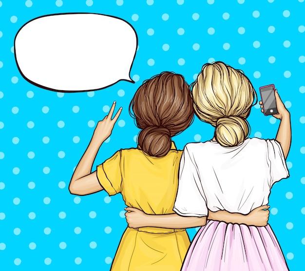 Вектор поп-арт подруги делает селфи на смартфоне