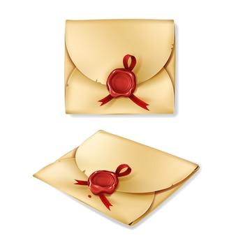 赤いワックスのシールが付いている現実的なヴィンテージ封筒