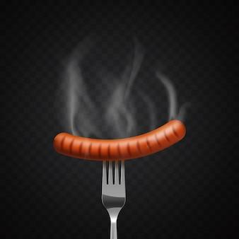 Вкусная парящая колбаса на вилке на темном