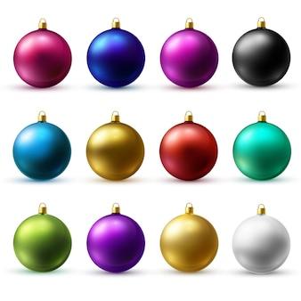 Реалистичные рождественские праздничные шары, изолированные на белом фоне. матовое стекло.