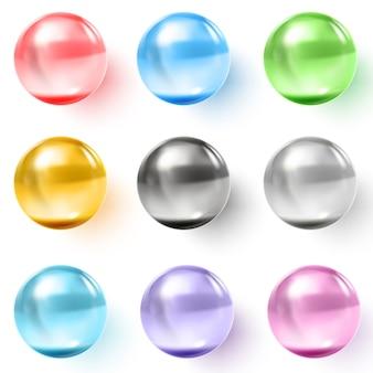 影付きの色とりどりの透明なガラス球のセット