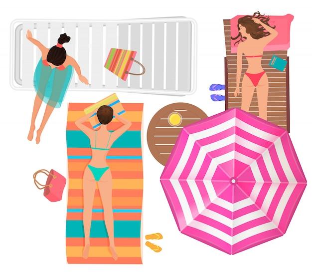 海のビーチで傘を持つ女性