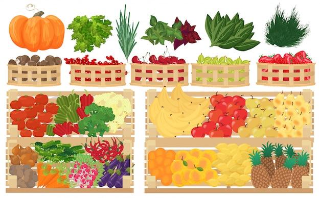 Фрукты, ягоды и овощи в супермаркете