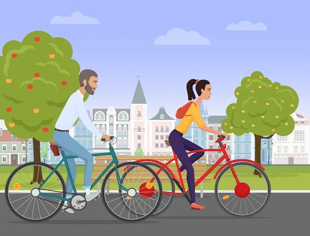 旧市街で自転車に乗る若いカップル