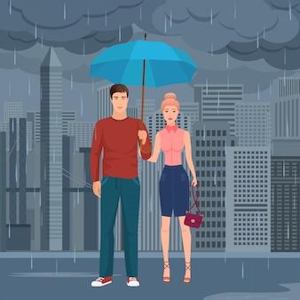 カップルの傘の下に立っています。