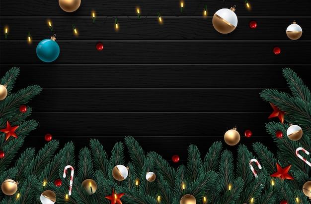 赤と金の装飾とベリーのクリスマスリース。