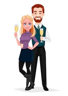 Романтическая пара стоит с шампанским