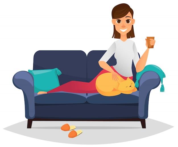 快適なソファの上の女性