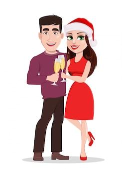 Улыбающийся мужчина и женщина, держащая бокалы с шампанским