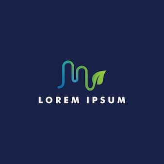 Буква м логотип с дизайном листьев